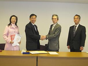 左からChang NST理事、WangNST会長、矢ヶ崎本学会前会長、加藤本学会理事