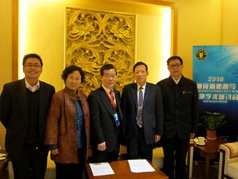 CNS会長、副会長2名との記念写真