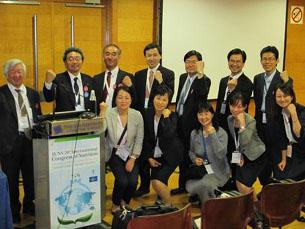 日本開催決定後の集合写真